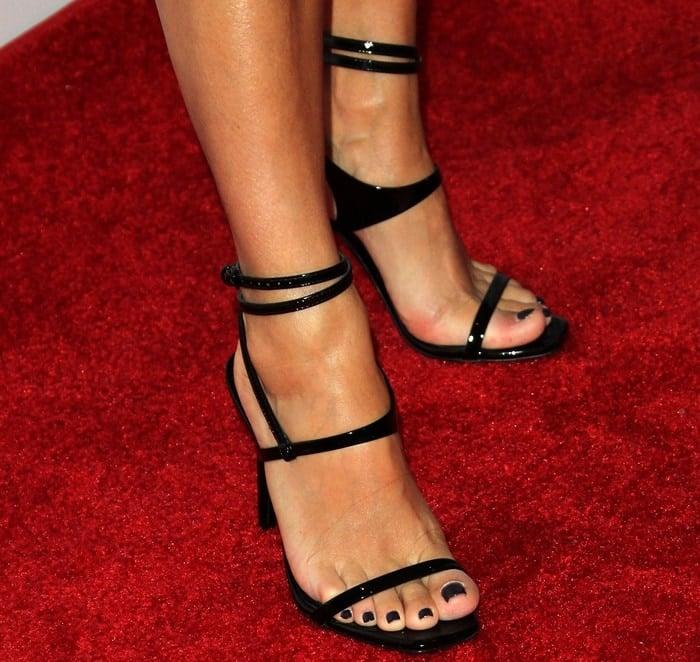 Eva Longoria showing off her feet in sexy black sandals