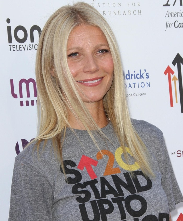 Gwyneth Paltrow poses on the red carpet at the 2012 Stand Up To Cancer telecast