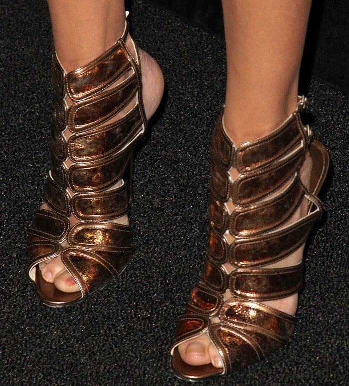 Julie Bowen's pretty toes in bronze sandals