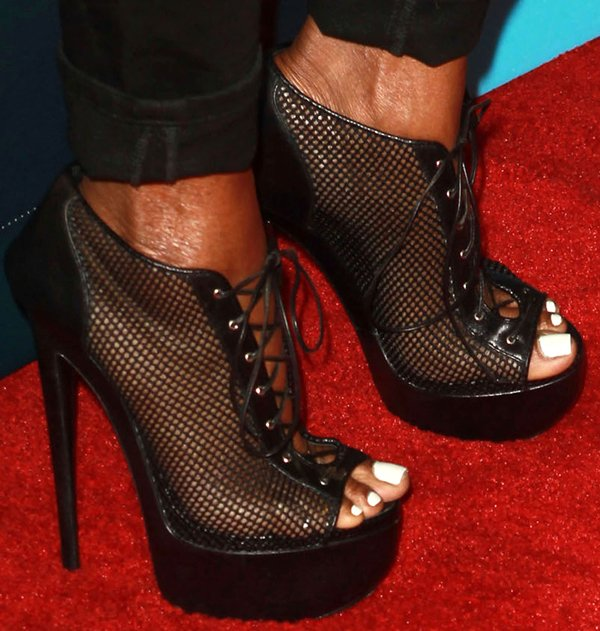 NeNe Leakes put her hot toes in display in black shoes