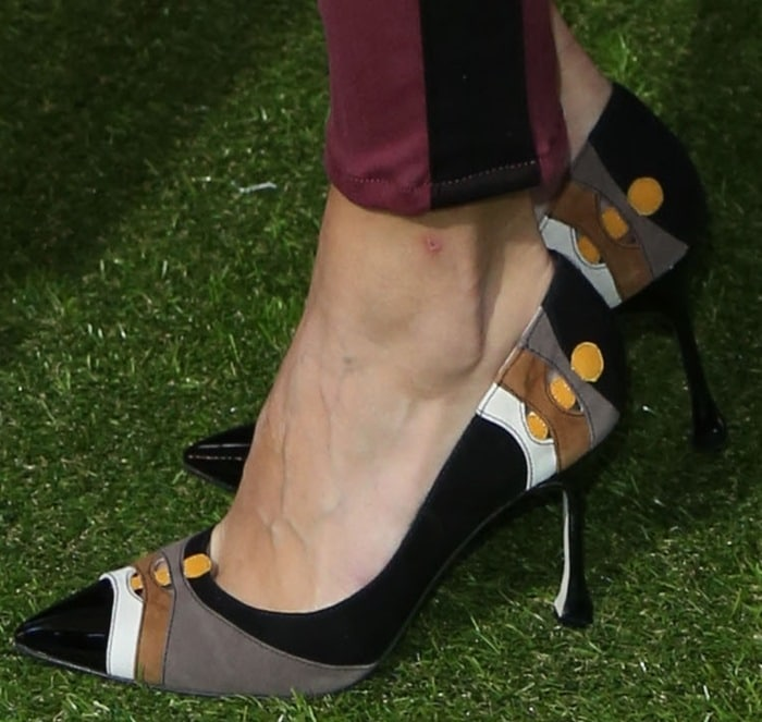 Olivia Palermo's pretty feet in pointy color block pumps
