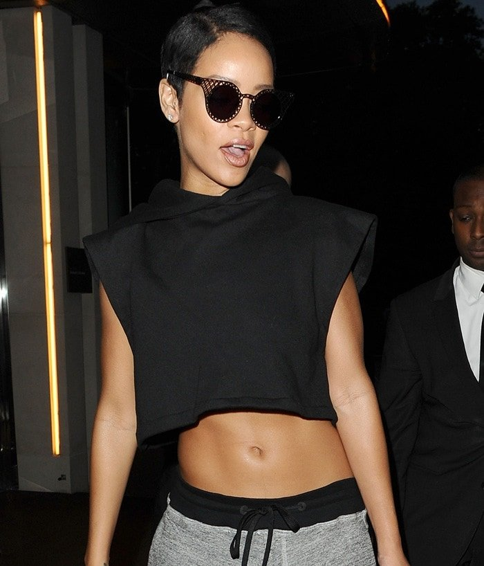Rihanna showed off her sexy belly button in a cropped black top