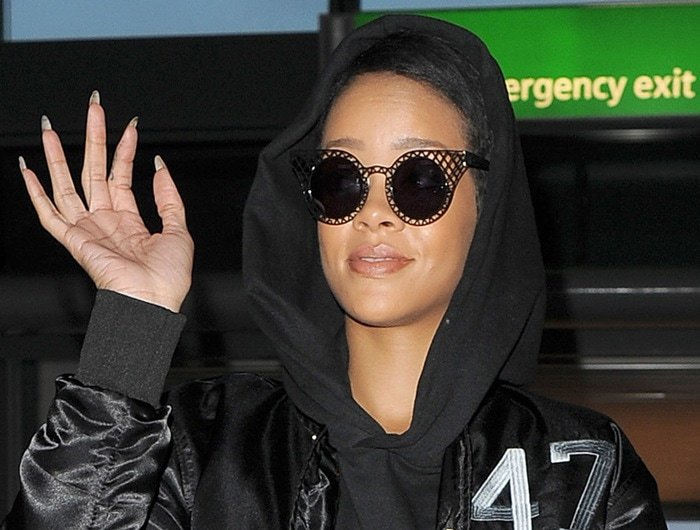 Rihanna leaves her hotel early in the morning to make her way to Heathrow airport in London on September 27, 2012