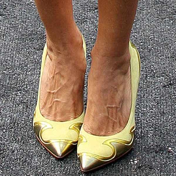 Sarah Jessica Parker in Nicholas Kirkwood Spring 2013 applique pointed toe pumps