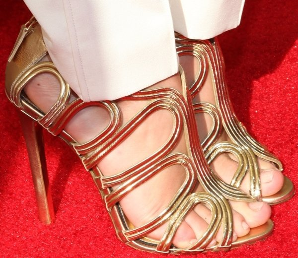 Taylor Swift's sexy feet in metallic gold Tom Ford sandals