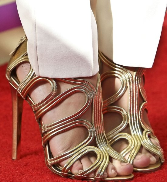 Taylor Swift displayed her toes in Tom Ford shoes