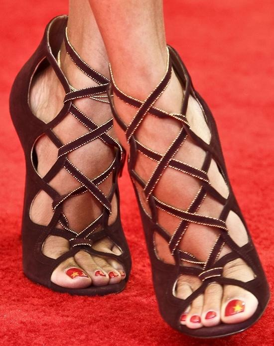 Zoe Saldana's sexy feet in Salvatore Ferragamo sandals
