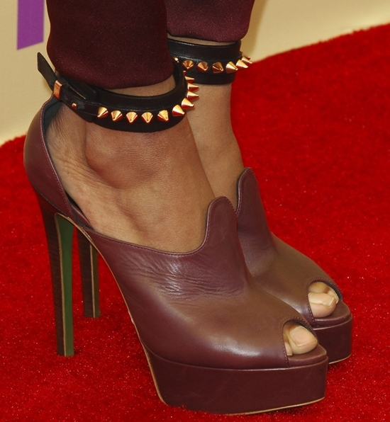 Katerina Graham's sexy toes in Ruthie Davis heels