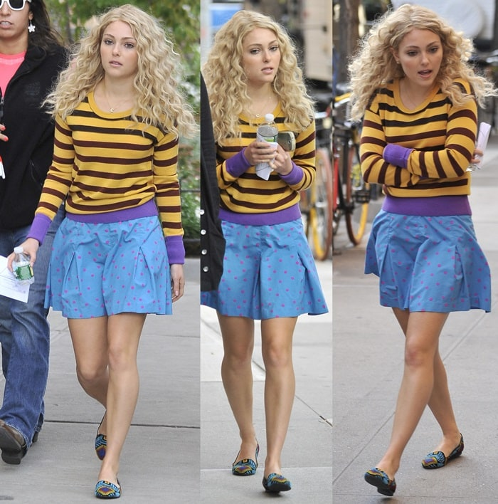 AnnaSophia Robb looking fashionable on the set of 'Carrie Diaries'