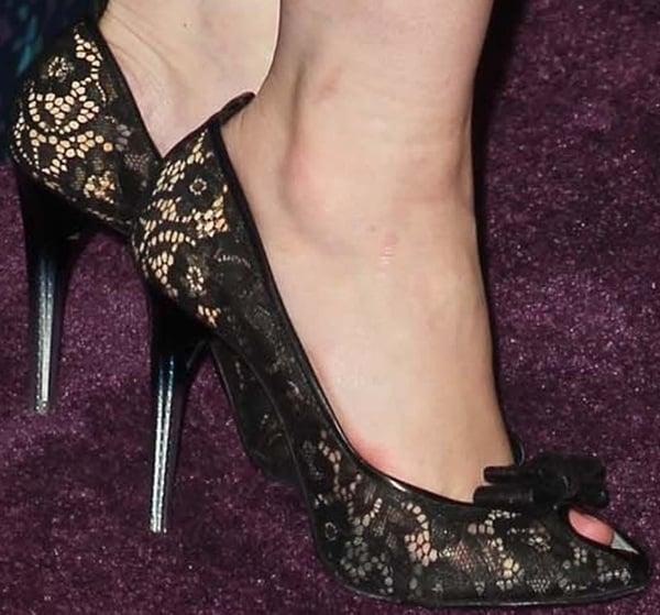 Christina Hendricks' sexy feet inlace peep-toe heels