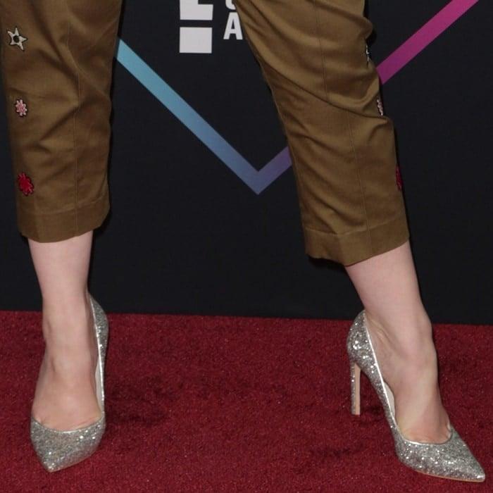 Christina Hendricks' toe cleavage inglittering pointy-toe stiletto pumps