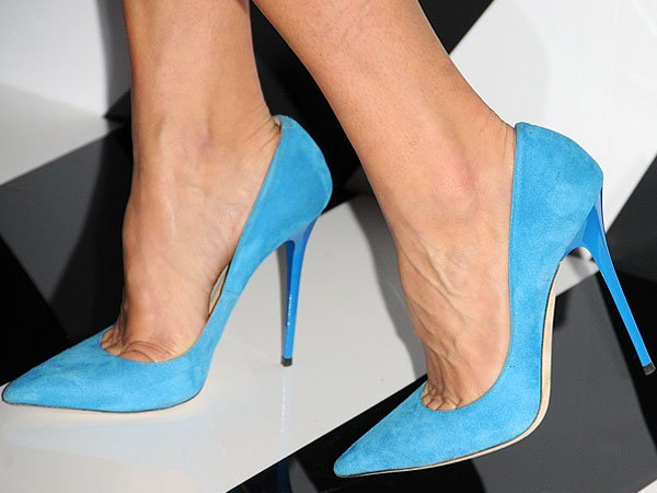 Dani Stahl revealed toe cleavage in blue Anouk pumps