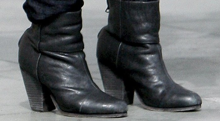 Isla Fisher's Rag & Bone boots
