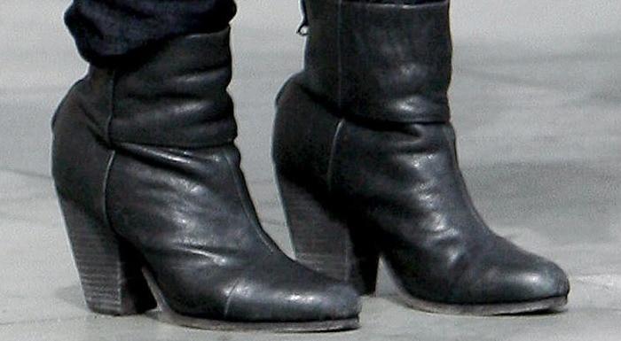 Isla Fisher's Rag & Bone boots