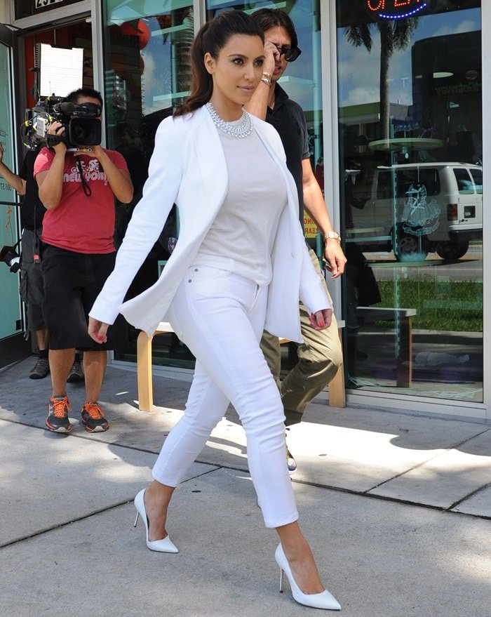 Kim Kardashian coordinated her outfit to her white pussy in pointy toeGianvito Rossi pumps