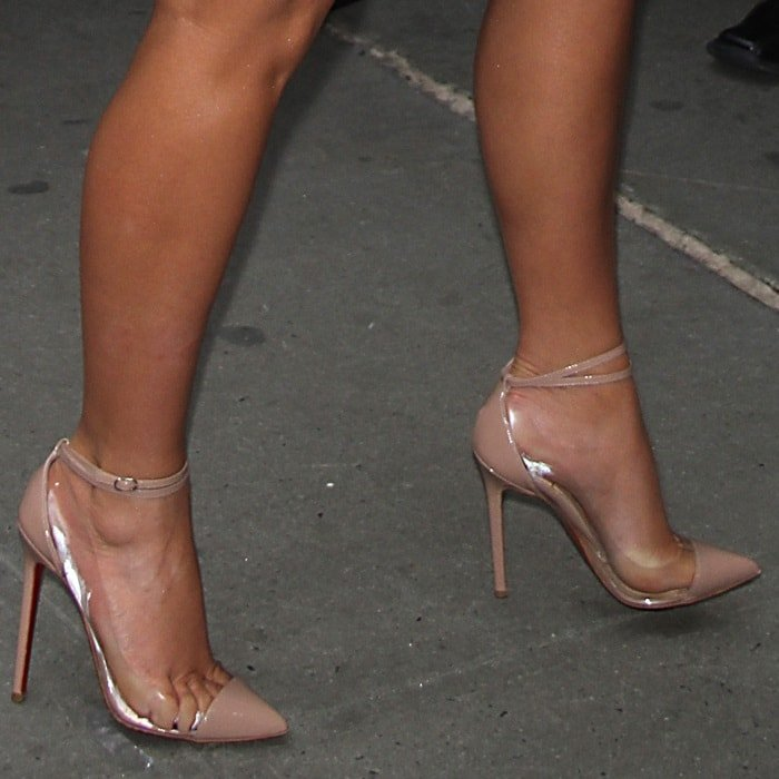 Kim Kardashian in Christian Louboutin 'Un Bout' Pumps