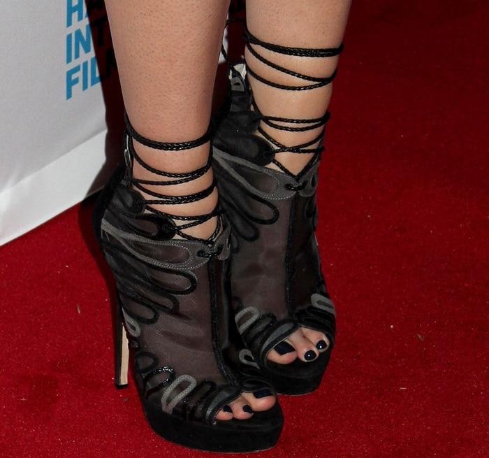 Mary Elizabeth Winstead shows off her toes inJimmy Choo Kafira heels