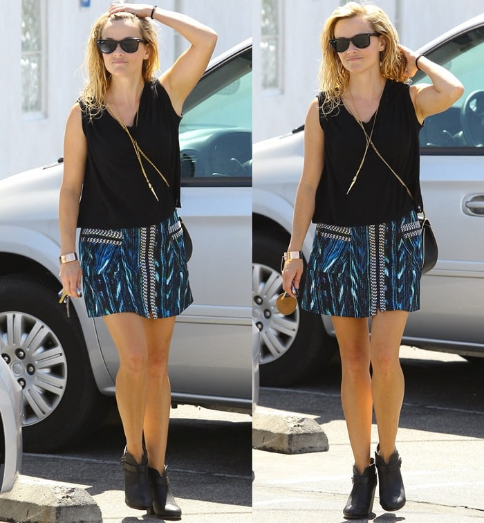 Reese Witherspoon leaves a swimming pool with wet hair