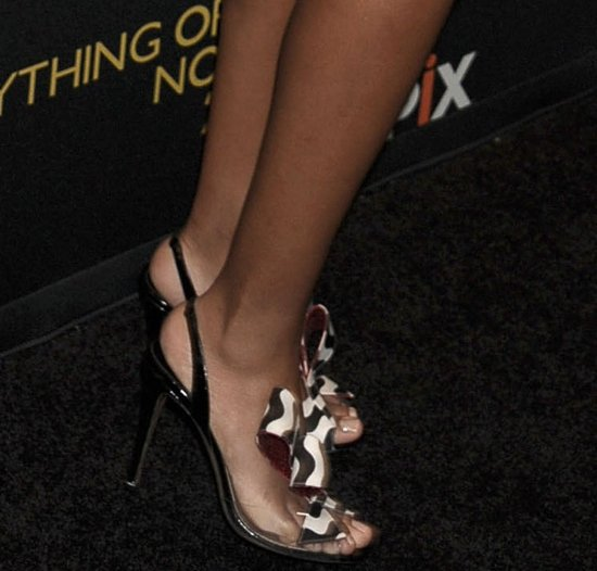 Solange Knowles' hot feet in striped sandals