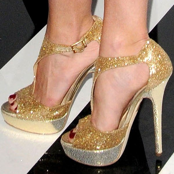 Tinsley Mortimer's sexy feet in gold Tease heels by Jimmy Choo