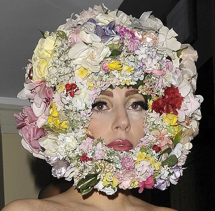 Lady Gaga's headpiece made of flowers