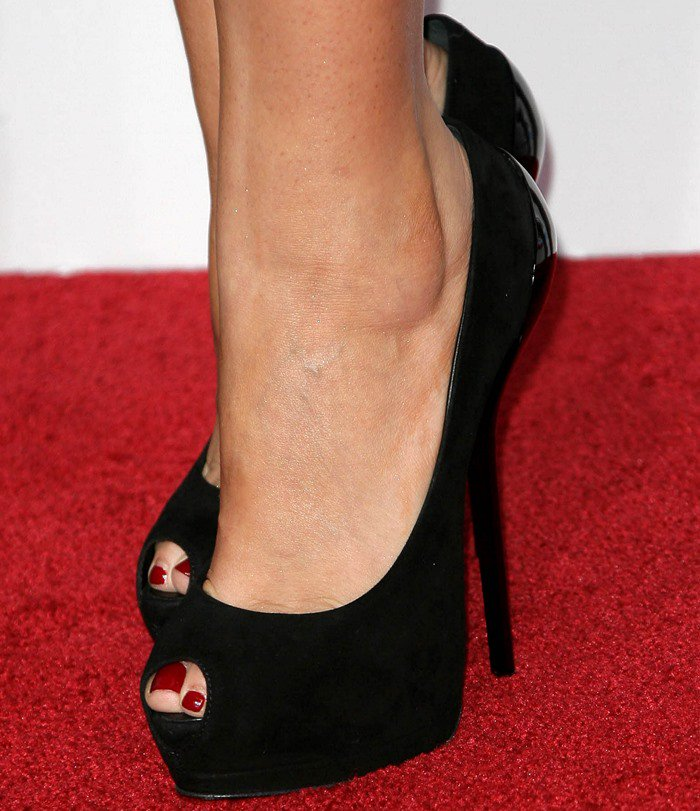 Hillary Scott shows off her sexy feet in black peep-toe pumps