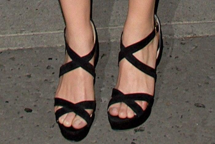 Scarlett Johansson insexy black crisscross 'Vamp' heels from Jimmy Choo