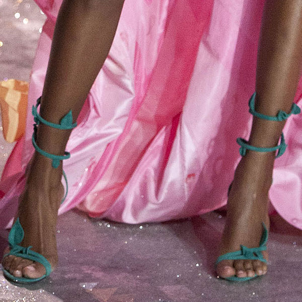 American model Jasmine Tookes shows off her pretty feet