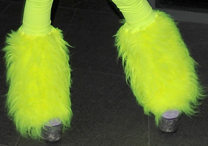 A closer look at Nicki's furry boot sleeves