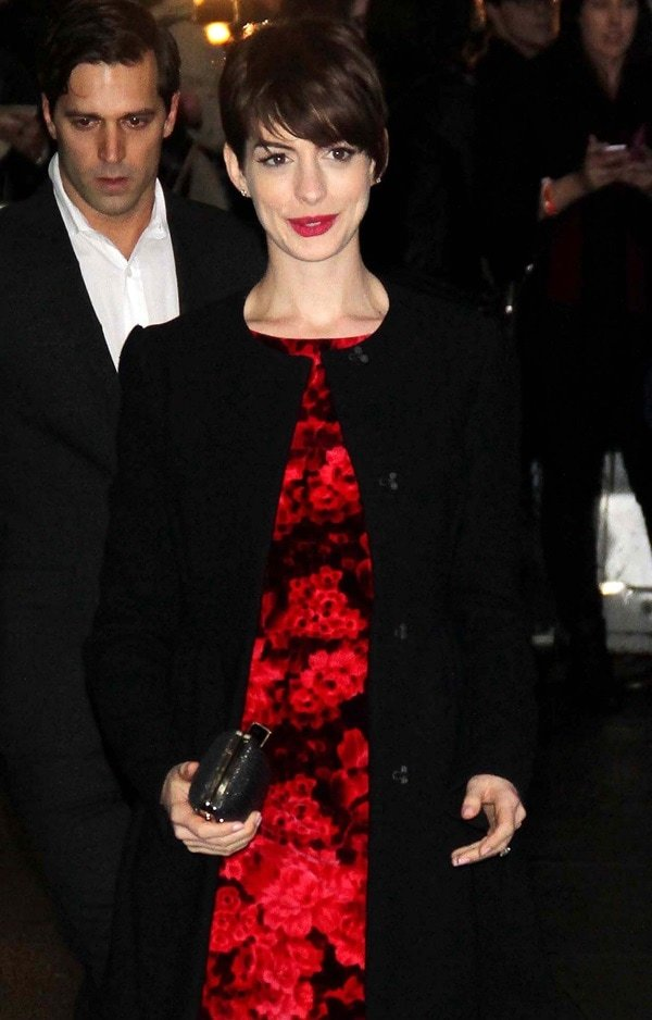 """Anne Hathaway shows off her pixie-cut hairstyle at the Ed Sullivan Theater for a guest appearance on the """"Late Show with David Letterman"""""""