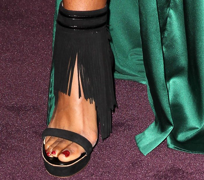 Kelly Rowland shows off her sexy toes in Nicholas Kirkwood shoes