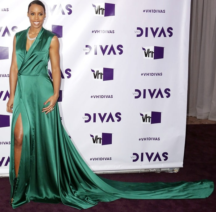 Kelly Rowland with her hair pulled back in a ponytail at 'VH1 Divas' 2012
