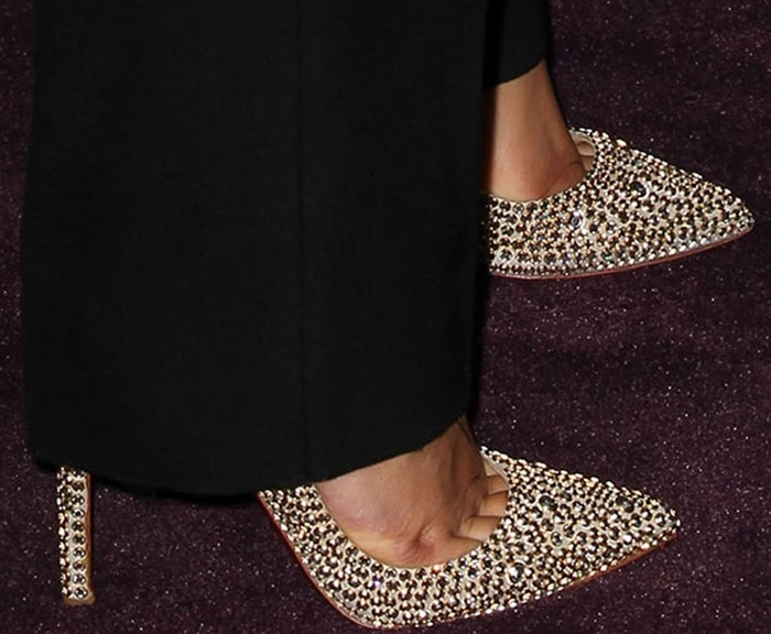 Keri Hilson shows sexy toe cleavage in Christian Louboutin pumps