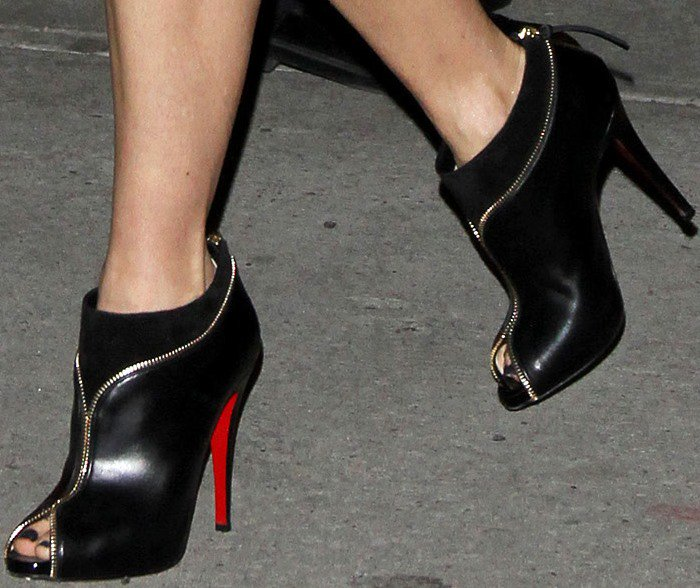 Naomi Watts's feet in black zipper-accented Christian Louboutin booties