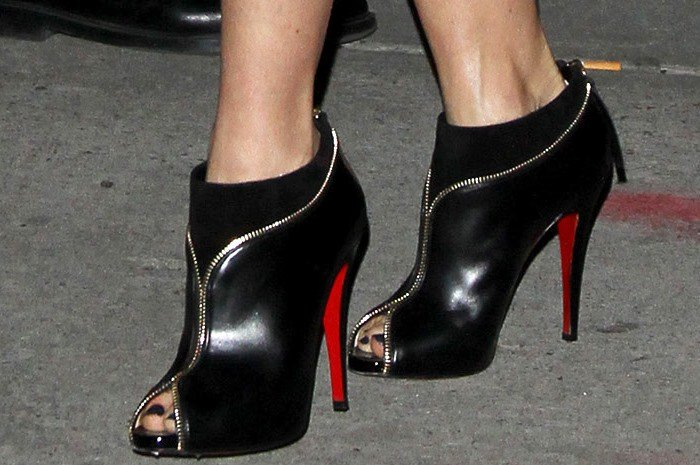 """Naomi Watts's feet in black leather """"Col Zippe"""" ankle booties"""