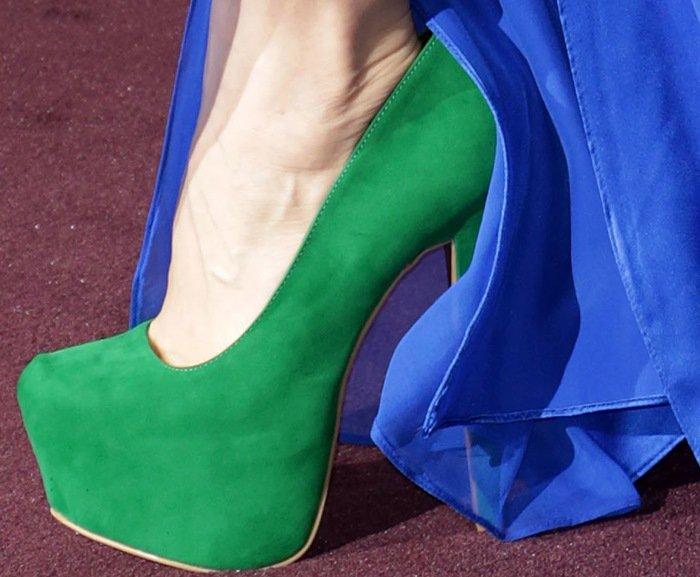 Natasha Bedingfield shows off her feet in green platform pumps