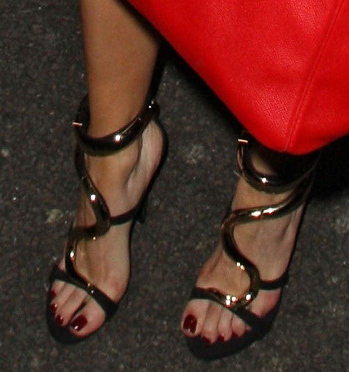 Rita-Ora-snake-like-gold-metal-sandals