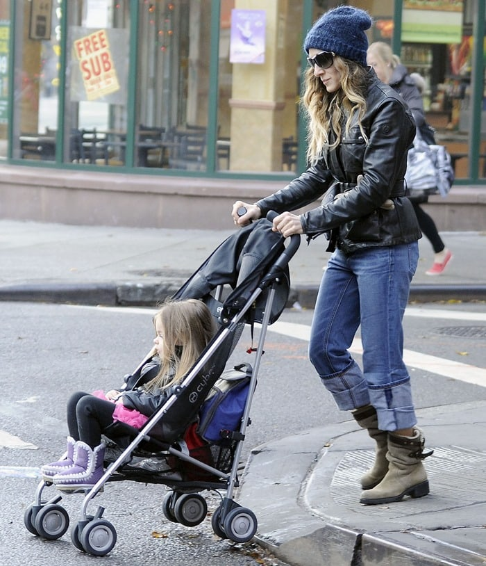 Sarah Jessica Parker on her morning school run with her daughters in New York City on December 3, 2012