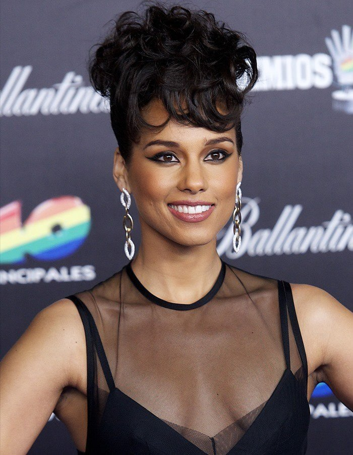 Alicia Keys opted for an all-black outfit and finished her look with Vernier jewelry