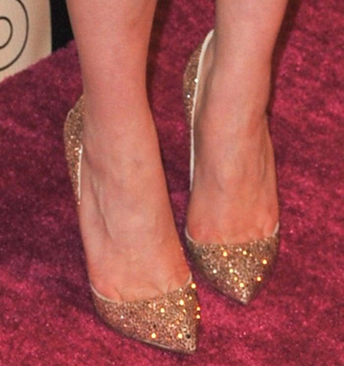 Emilia-Clarke-gold-glitter-pumps