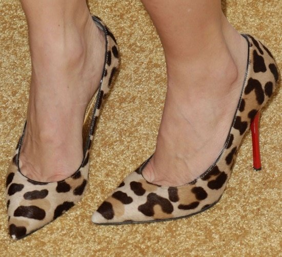 Julie Benz in leopard-print pumps