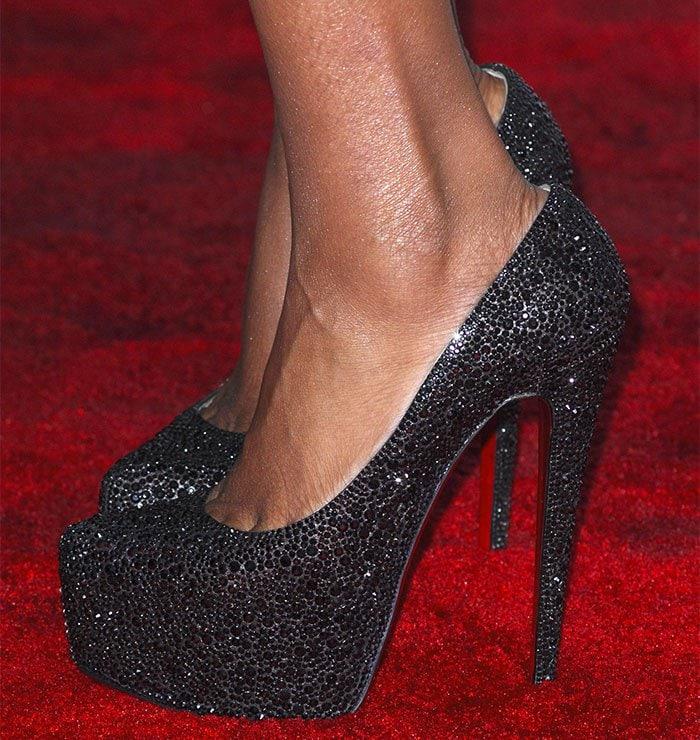 Jennifer Hudson shows toe cleavage incrystal-embellished pumps