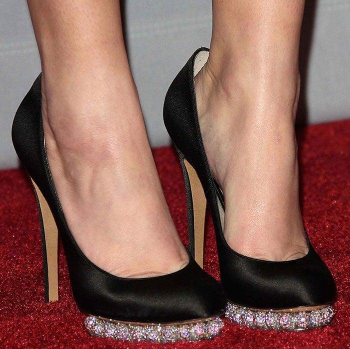 Jennifer Lawrence wearing Nicholas Kirkwood pumps