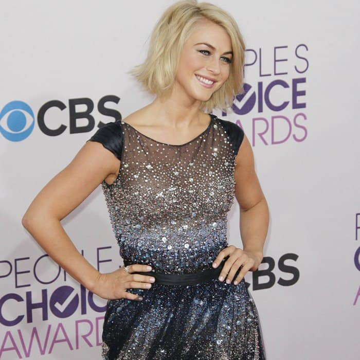 Julianne Hough In Tony Ward Couture – 2013 People's Choice Awards