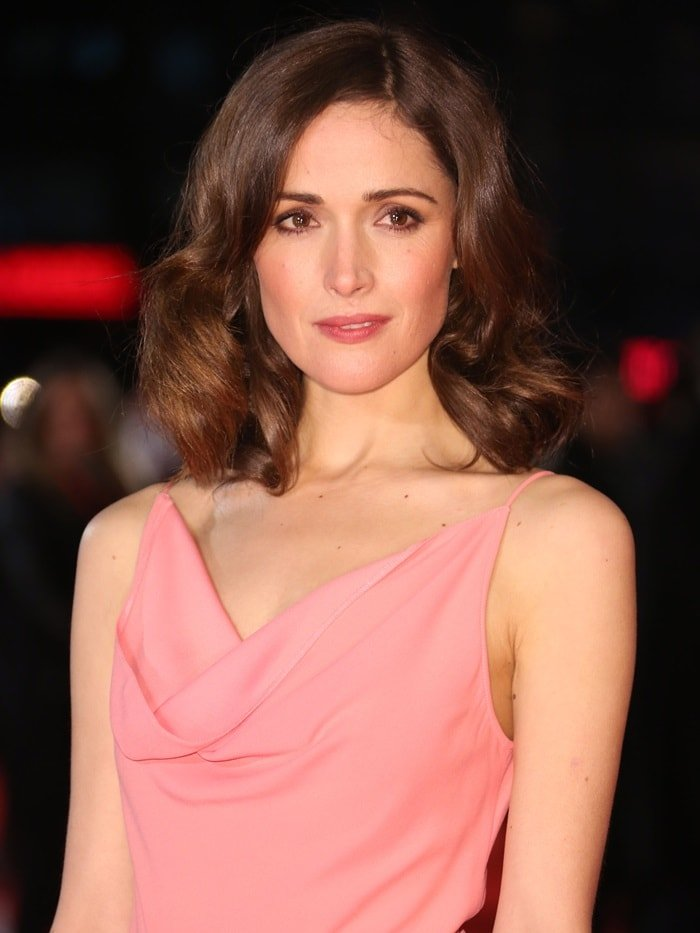 Rose Byrne's soft curled hairstyle and rosy cheeks