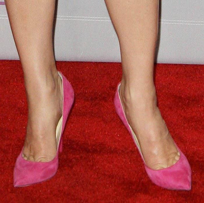 Sandra-Bullock wearing Jimmy-Choo pumps