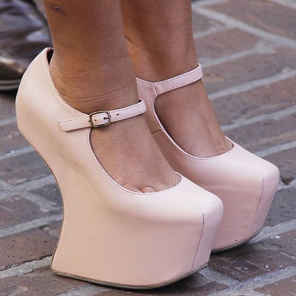 Snooki wearing baby pink leather Mary Janes