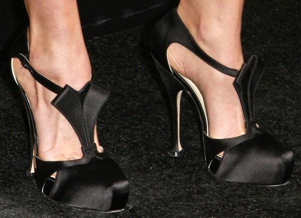 Abigail Spencer's sexy feet in Brian Atwood pumps