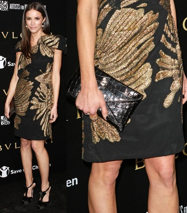Abigail Spencer put her nude legs on display