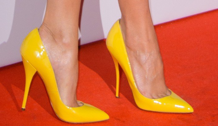 Alicia Vikander reveals toe cleavage in Christian Louboutin pumps